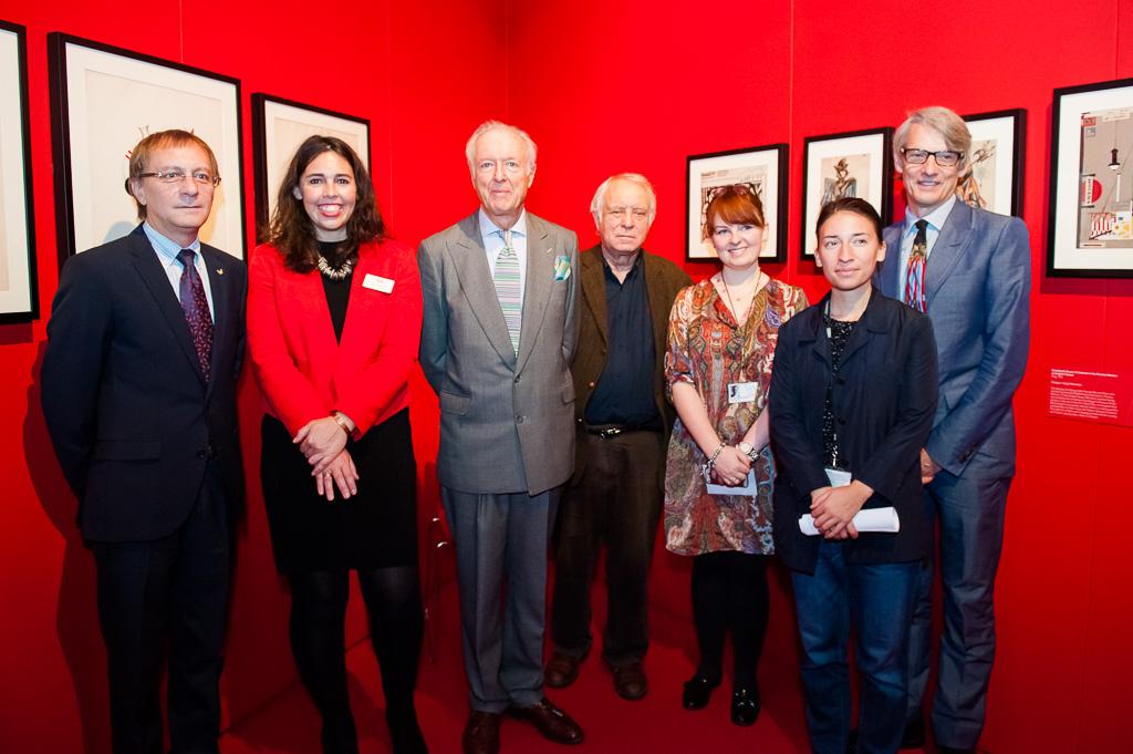 Команда V&A и музея Бахрушина в Москве, работавшая над выставкой, вместе с князем Лобановым-Ростовским.