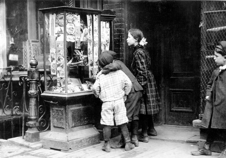 1910: Christmas Cards in Victorian Shop Window