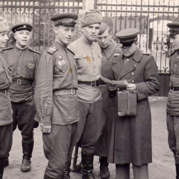 Доска памяти. Военные истории наших  бабушек и дедушек