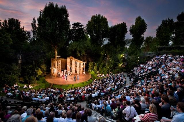 Auditorium_at_Regent's_Park_Open_Air_Theatre