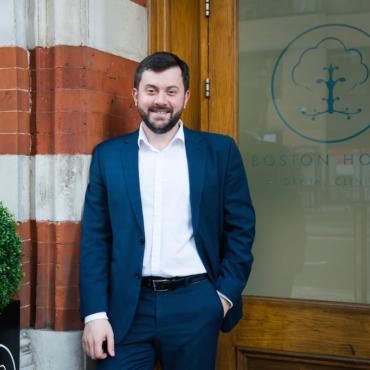 Константин Попандопуло: Что нужно знать о лечении зубов в Британии?