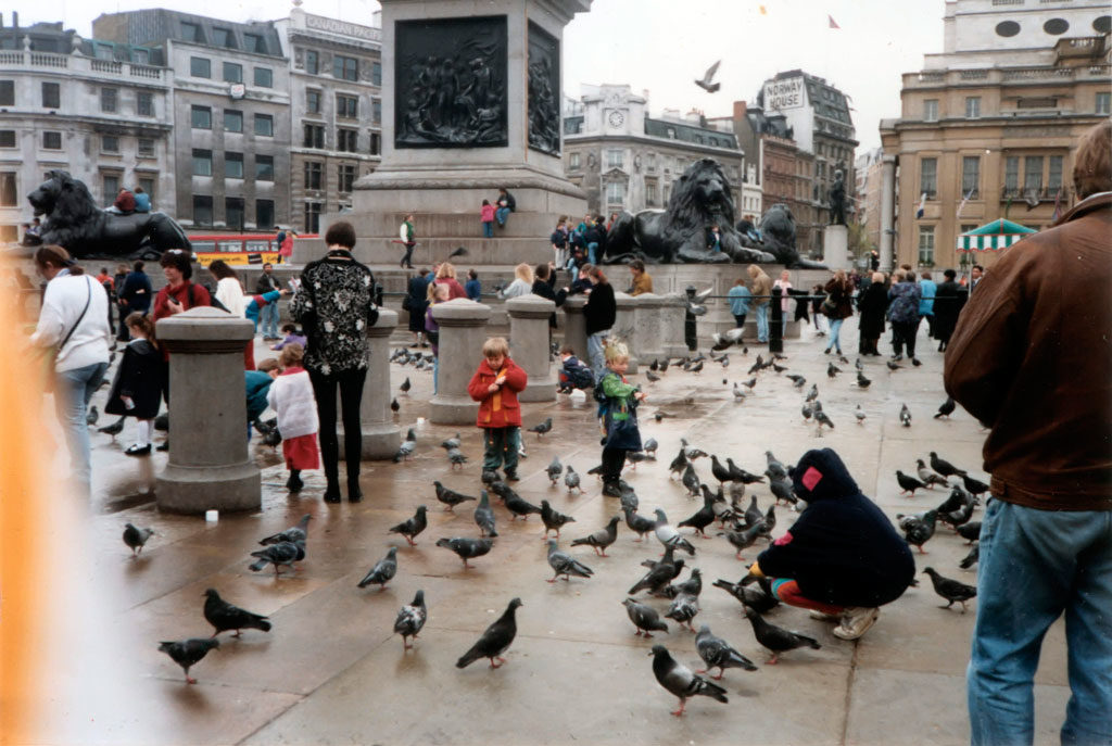 People_feeding_pigeons_in_Trafalgar_Square_c.1993