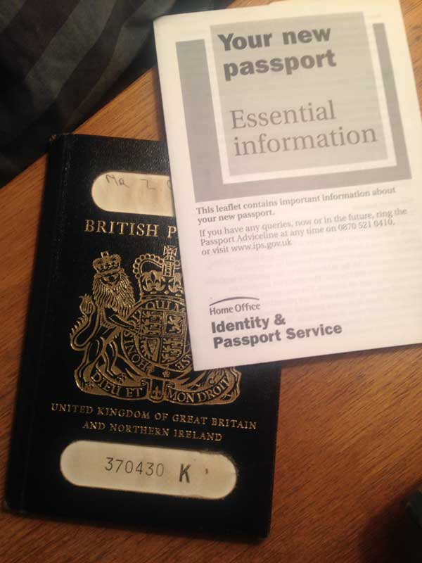 Первый британский паспорт