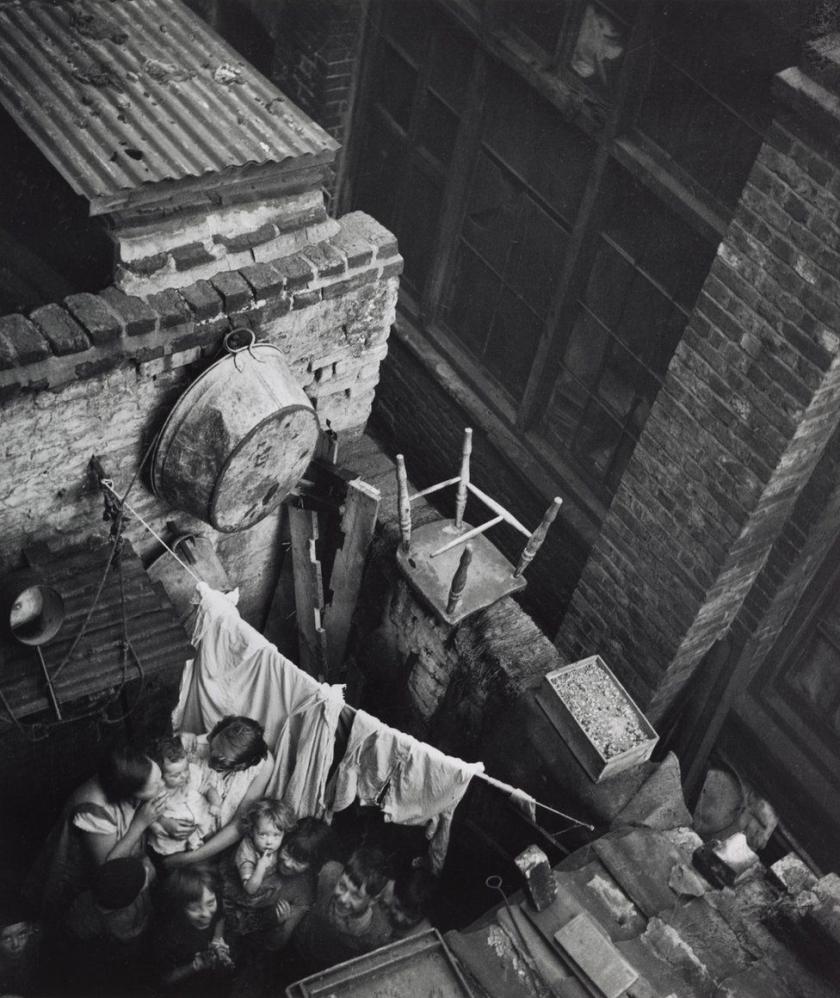 Edith Tudor-Hart. Gee Street, Finsbury, London, 1936