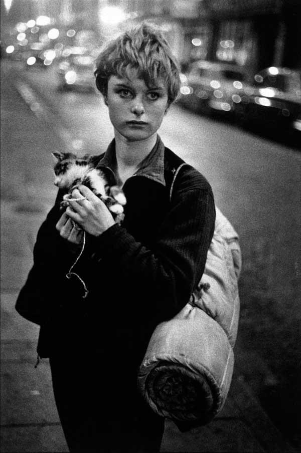 Bruce Davidson. Girl with Kitten. London, 1960