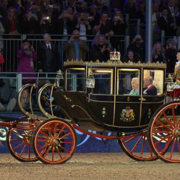 Как мы поздравляли королеву c юбилеем