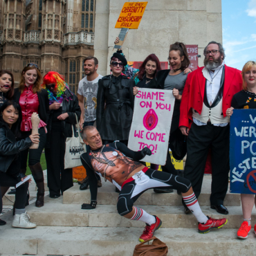 «Оргазм вне закона»: акция у британского парламента