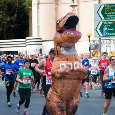«Скачала приложение для бега, хотя хотела скачать Тиндер». Зачем бегут русские марафонцы