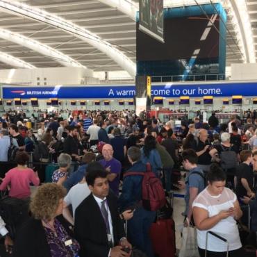 Рейс отменили, отпуск под угрозой срыва. Какие положены компенсации?
