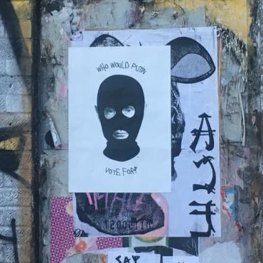 Выборы сквозь призму стрит-арта. Подборка свежих политических плакатов и рисунков из Ист-Энда