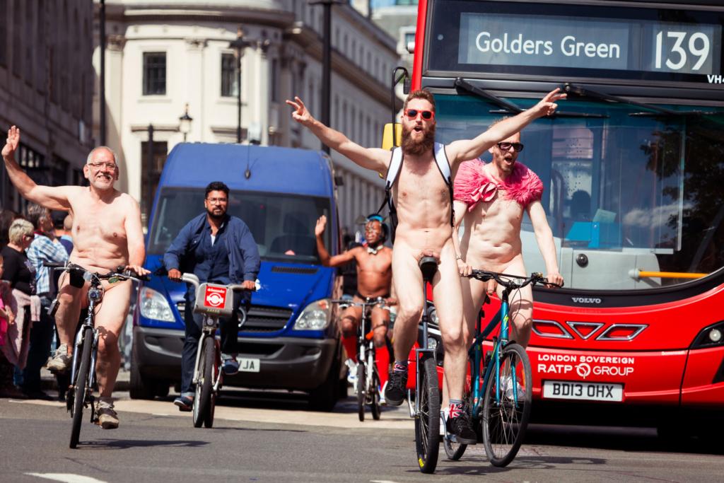 Велопробег без одежды