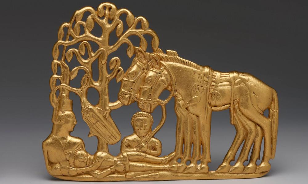 Золотая бляшка со сценой из жизни скифов, примерно 3 в. до н.э.
