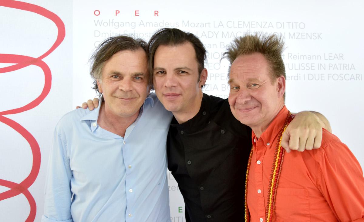 Директор концертной программы фесьтиваля Маркус Хинтерхойзер, музыкант и дирижер Теодор Курентзис и режиссер Питер Селларс.