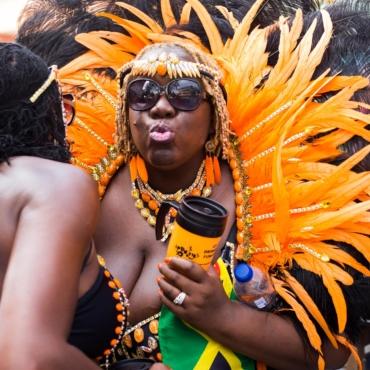 Карнавал в Ноттинг-Хилле как он есть. 300 арестов и много фото (18+)