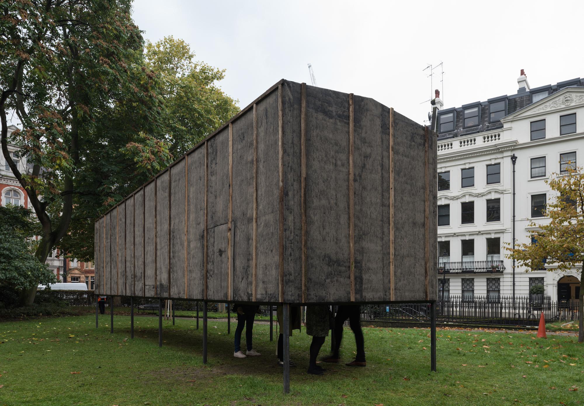 """""""101 километр. Далее - везде"""": в Лондоне поставили памятник советскому инакомыслию"""
