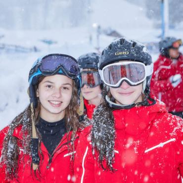 Трекинг на снегоступах или серфинг в Австралии? Выбираем идеальные каникулы ребенку
