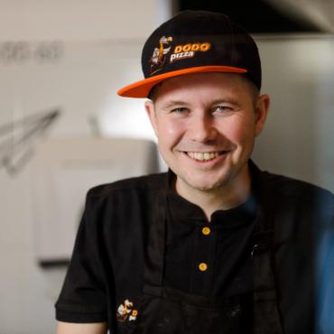 Российская пиццерия «Додо» открылась в Брайтоне, проспорив местным жителям 500 пицц