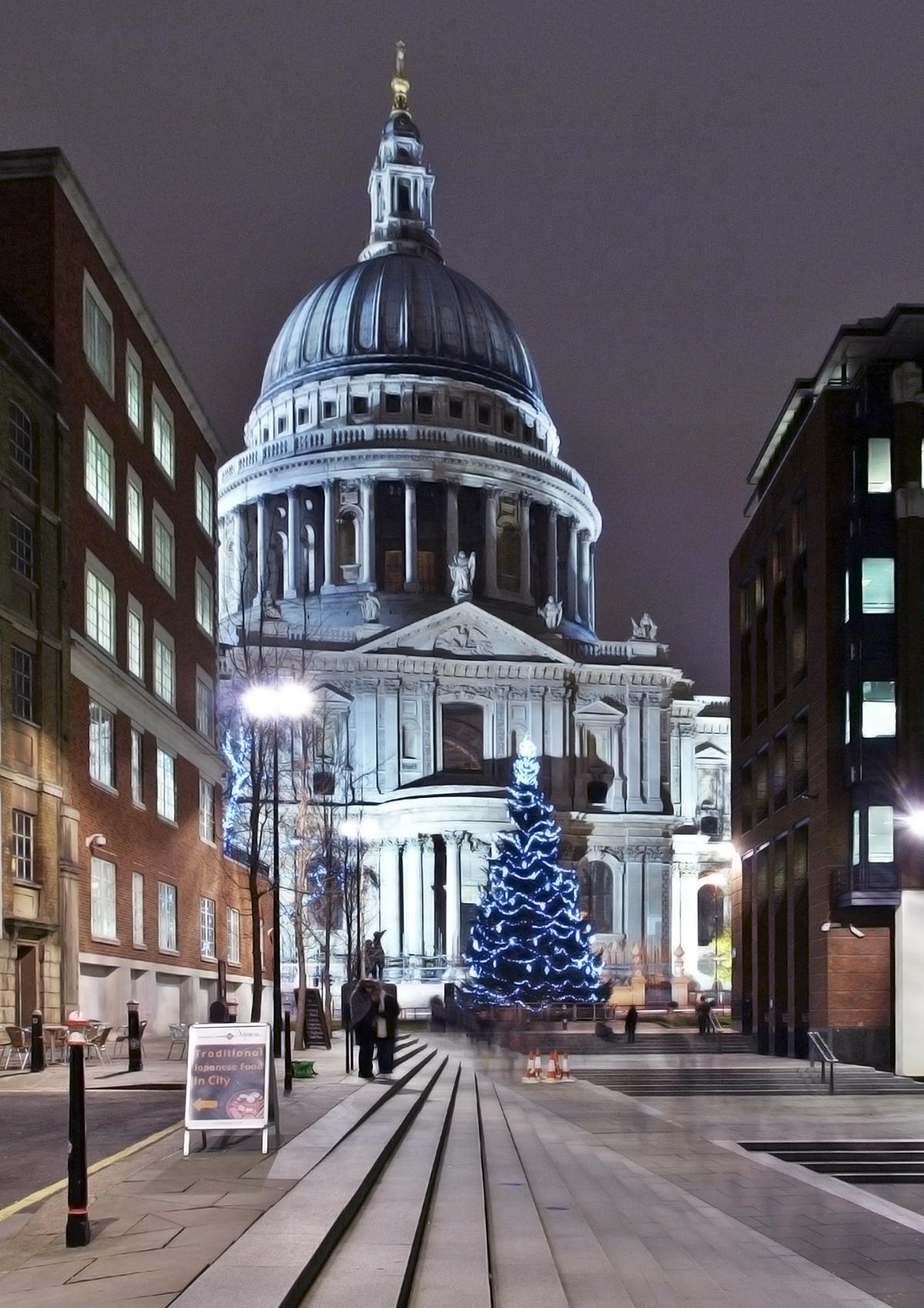 Рождество в Лондоне. Рождественская елка у Собора святого Павла