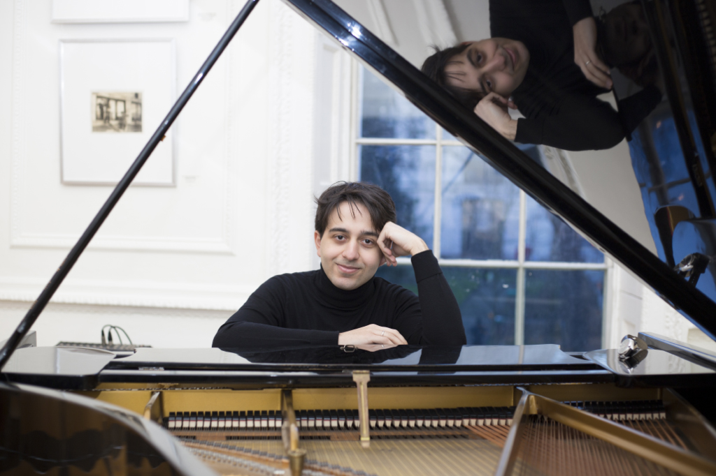пианист Лука Окрос в Лондоне