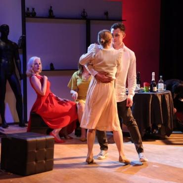 «Свадебный танец» в Лондоне: Андрей Сидельников в роли мнительного жениха