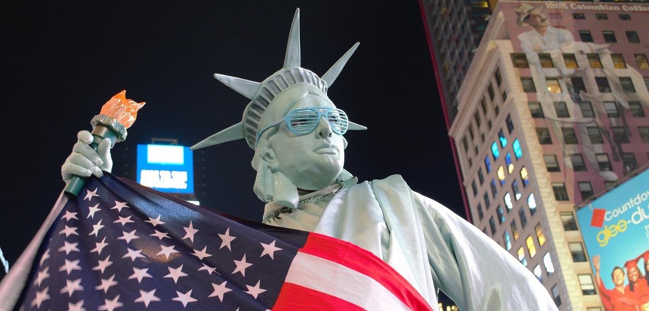 Казино, фастфуд, патриотизм: штампы из американских фильмов