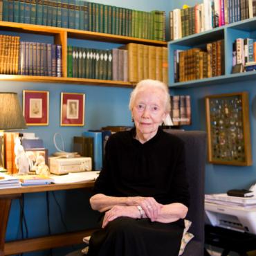 Как начать учить русский в 56 лет и защитить докторскую в 74: рассказывает 91-летняя писательница Мэри Хобсон