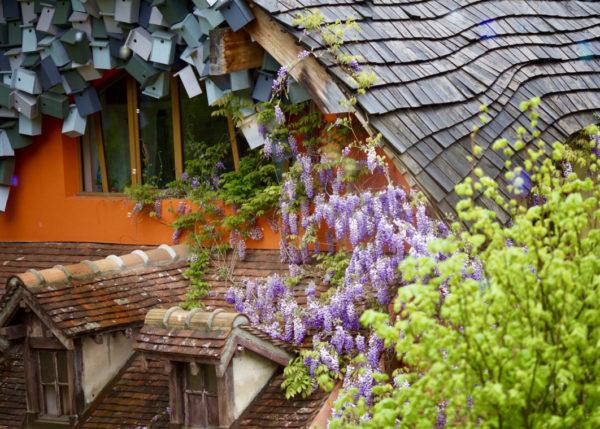 Как попасть в сказку в пригороде Парижа:«Желтая мельница» Славы Полунина