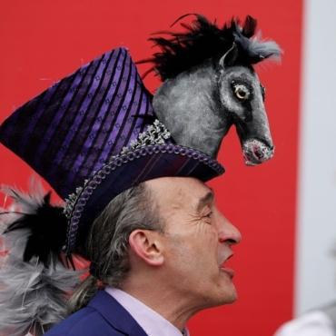 Самые вычурные и странные шляпы Royal Ascot 2019 (иногда это даже вообще не шляпы!)