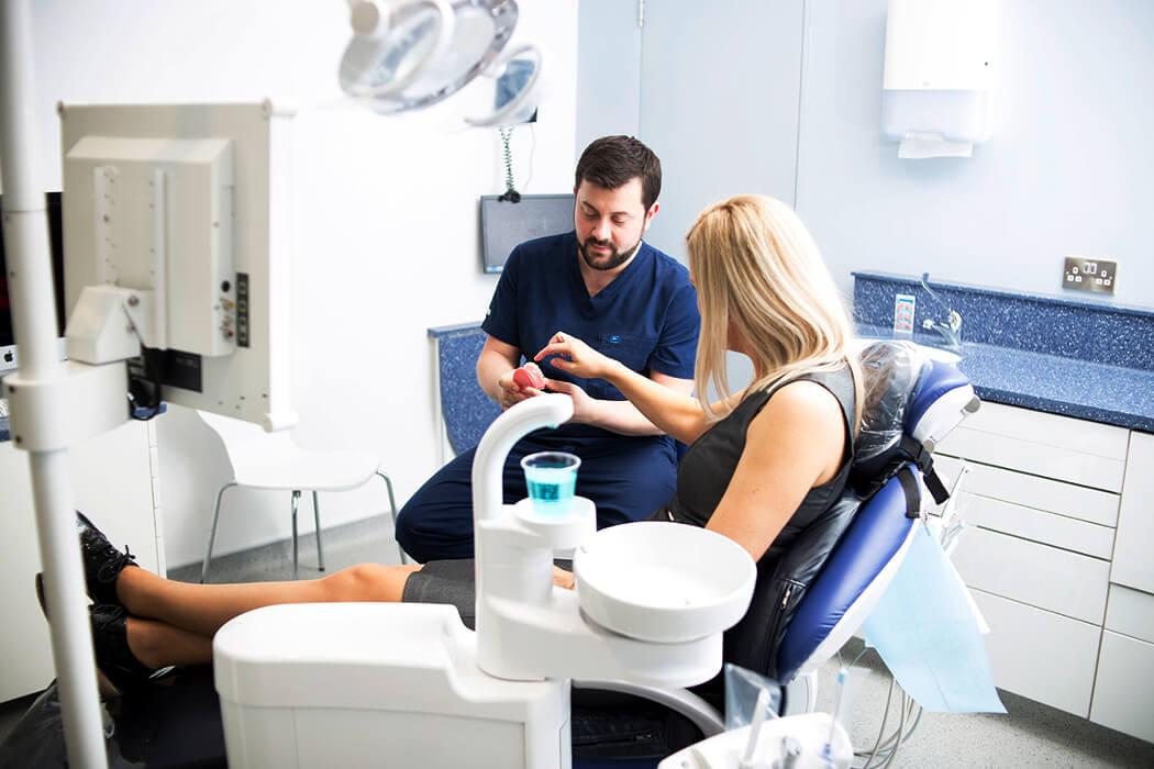 Где лечить зубы – в Британии или в России?
