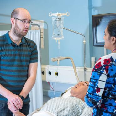 «Я притворяюсь, что у меня рак». Кто такие пациенты-симулянты и за что им платят в Британии