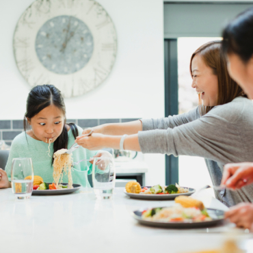 Как ходить в гости в Китае правильно: что говорить, дарить и хвалить