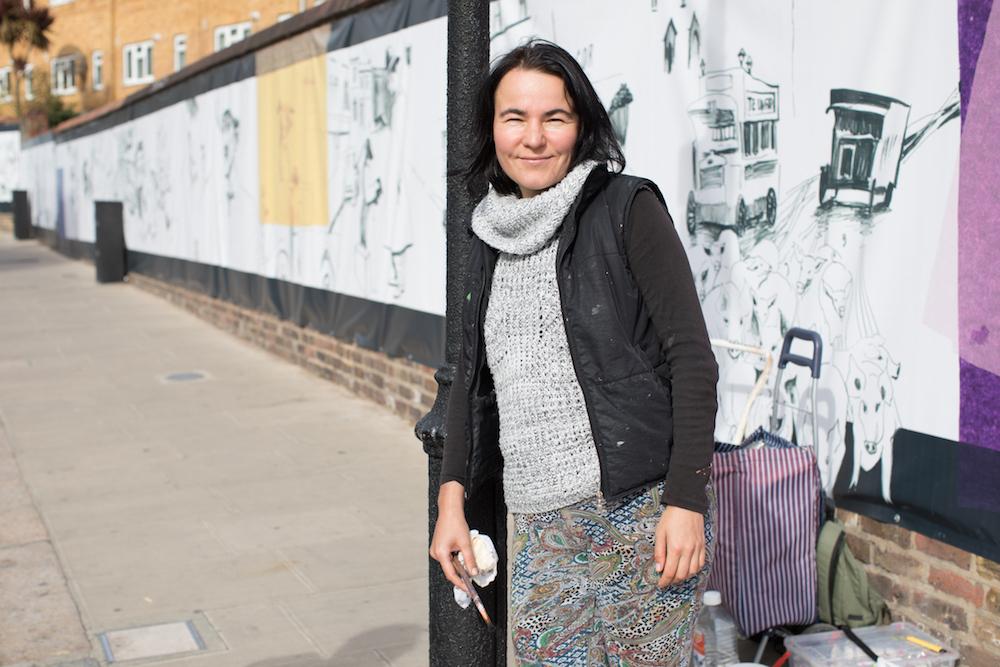 Художница из России Анастасия Русса расписывает 123-метровую стену на Портобелло-роуд. Кто разрешил, и что будет нарисовано?