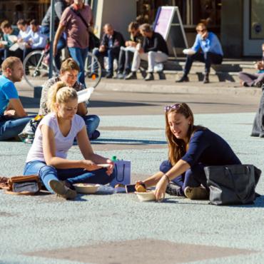 «Учись на парикмахера, стань биологом». Почему в Швейцарии нет безработицы среди молодежи
