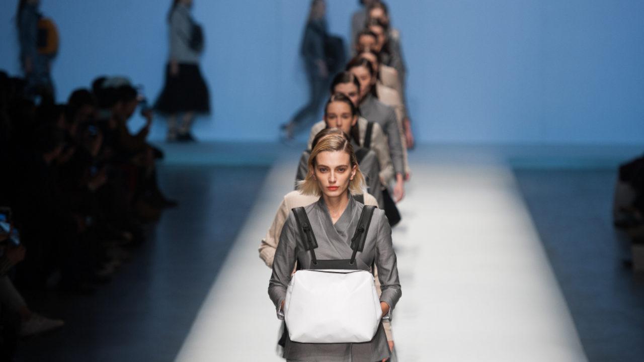 Работа моделью в перу мода во франции фото