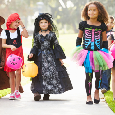 Хэллоуин is coming. До какого возраста детей лучше не брать на trick or treat?