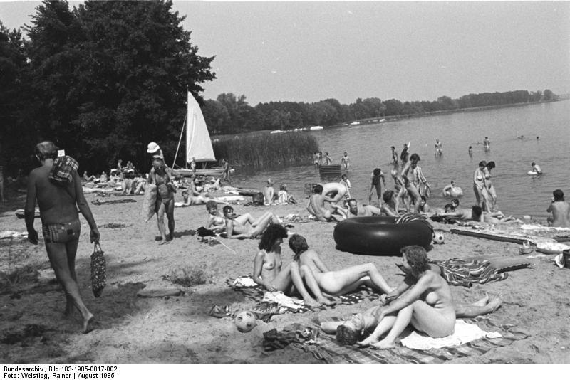 Нудисты в городских парках и общие сауны. Как Германия стала мировым центром FKK или «культуры свободного тела»
