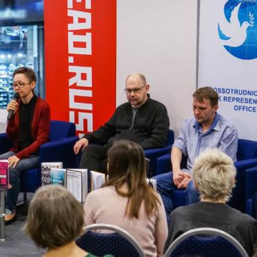 Пельмени с гречкой и свобода. Русские писатели рассказали, чем для них были 90-е