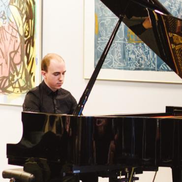 Пианист Евгений Кузнецов собрал £900 для фонда Gift of Life. Его работодатель Badoo добавил столько же