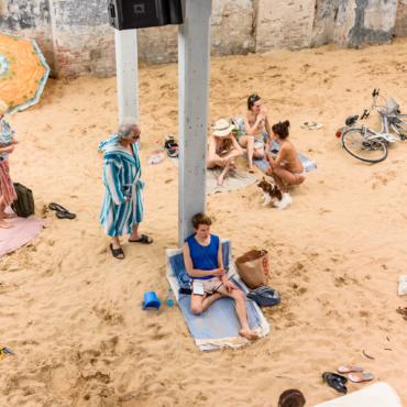 Литовцы на пляже и «Секонд-хенд» из Украины. Чем запомнится Венецианская биеннале 2019 года