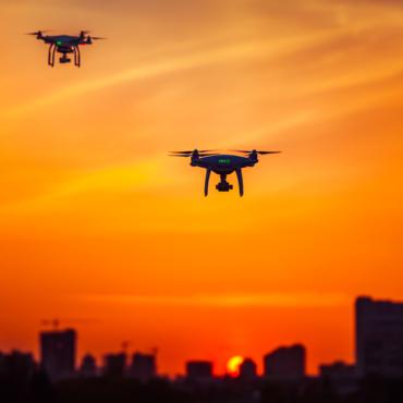Почему дроны вблизи аэропортов особенно опасны. И что будет, если дрон столкнется с самолетом
