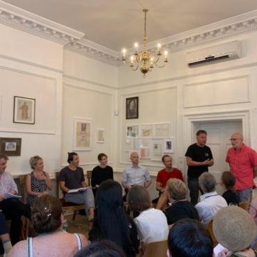 Борис Акунин представил пьесу «Russophobia/Russophilia» о русских в Лондоне
