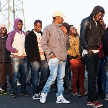Пограничные службы спасли мигранта в ластах, который пытался переплыть Ла-Манш