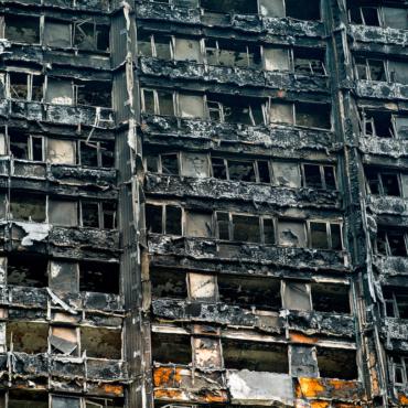 Расследование: погибших в Гренфелл-тауэр могло быть меньше, если бы не пожарные