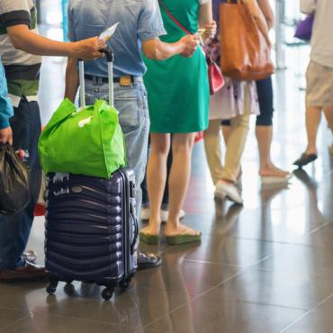 «Левада-центр»: 53% молодых россиян хотят уехать из страны.