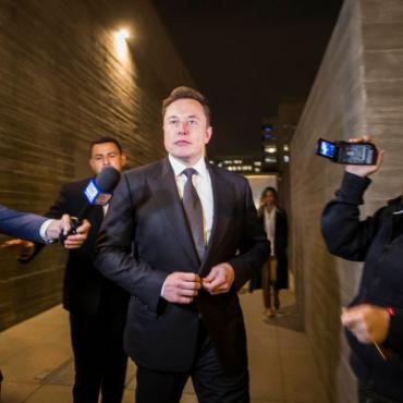 Илон Маск назвал британца педофилом в Твиттере. Его вызвали в суд