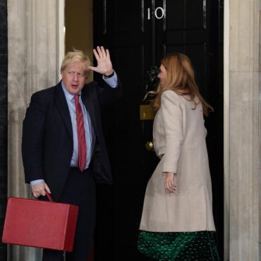 Борис Джонсон победил на парламентских выборах. Его партия получила уверенное большинство – впервые со времен Маргарет Тэтчер