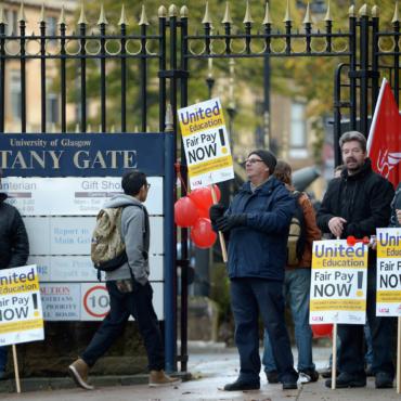 Почему бастуют британские ученые