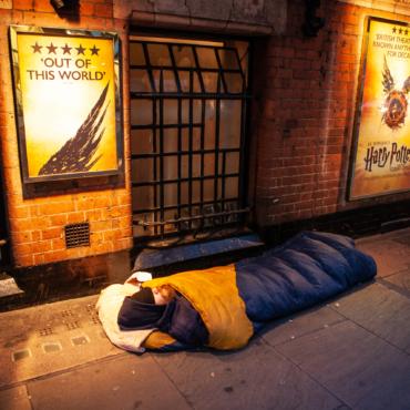 Мир будет ночевать на улице, а сказку на ночь ему расскажут звезды. Как появилась акция The World's Big Sleep Out и чем она помогает бездомным