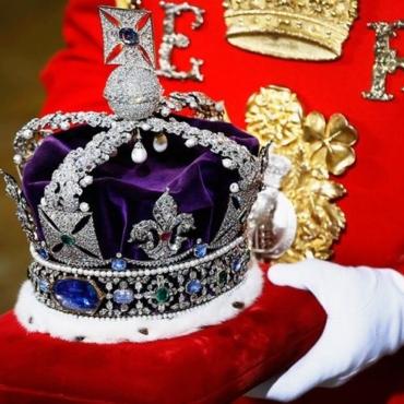 Принц Гарри уходит. Монархия остается