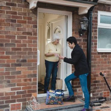 Как британцы помогают друг другу во время изоляции
